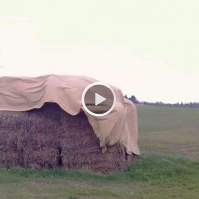 100 SECONDS (Video) [sec 100] by Giampaolo Marcantoni (Italy) for WU+S (wakeupandsleep.org). 100 seconds is a video-opera focuses on simple non-random/random movements of a tarpaulin covering the bales of hay.