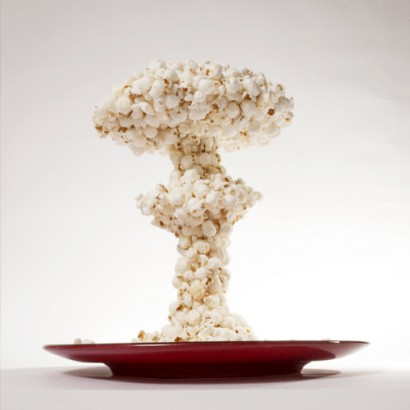 POP CORN BONB ON HIROSHIMA - H-Bomb explosion made by pop-corn by Eky Cash (Japan-USA) for WU+S (wakeupandsleep.org). Eky Cash created this pop corn esplosion and put that in a red round plate. The result is a flag of Japan canceled by an explosion of american pop food.